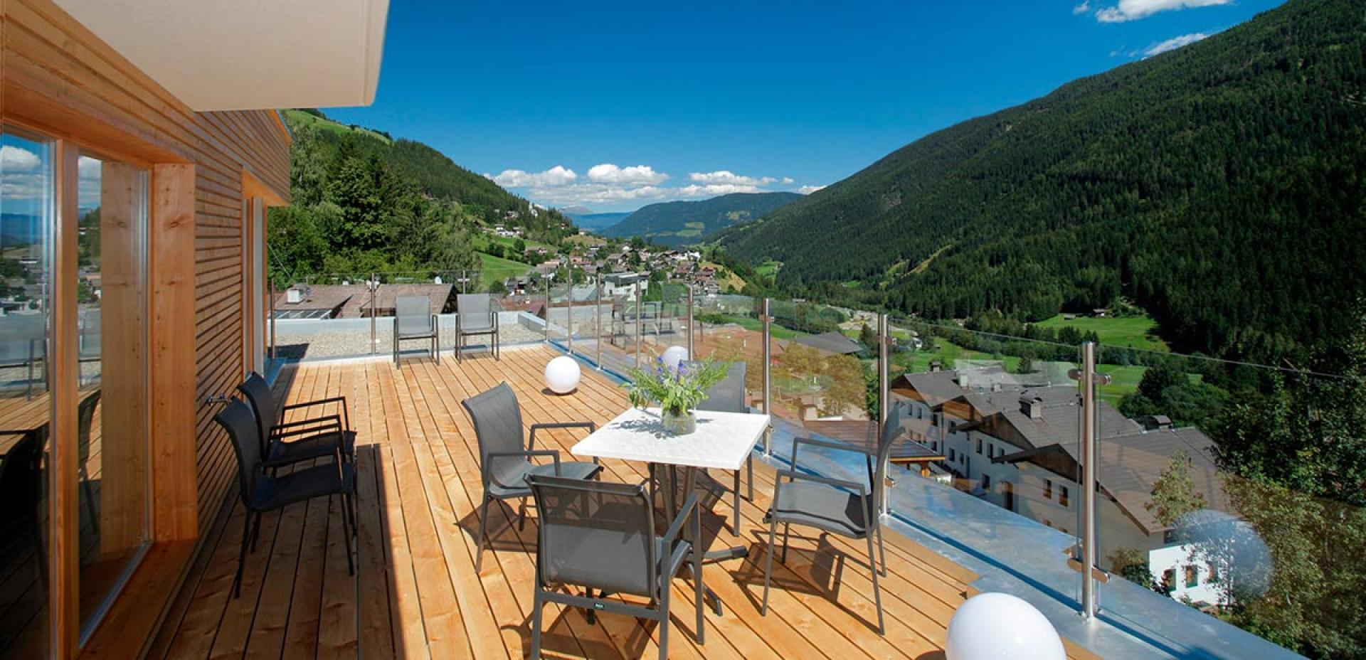 Panoramic sun-terrace with views of Ultental