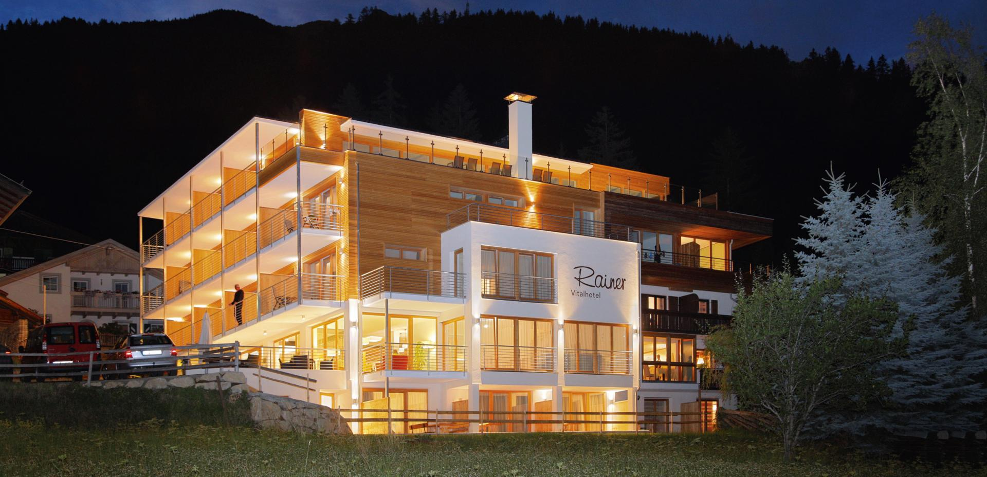 Night view - Vital-Hotel Rainer in St. Walburg in Ultental