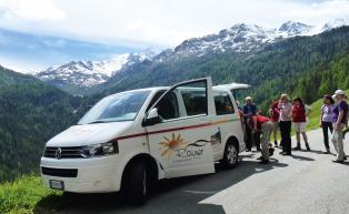 Hotel Rainer's hiking bus